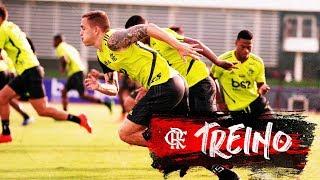 Flamengo recebe visita especial em treinamento no Ninho