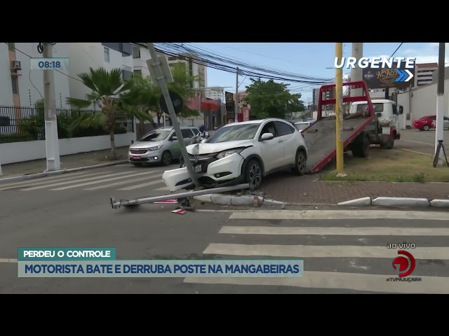 Perdeu o controle: Motorista bate e derruba poste na Mangabeiras