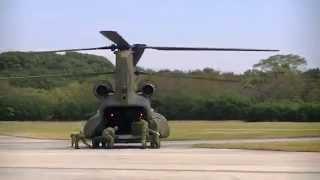 陸上自衛隊 目達原駐屯地祭より。ボーイングCH-47 チヌークによる...