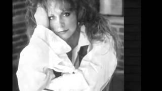 Watch Reba McEntire I Dont Think Love Ought To Be That Way video
