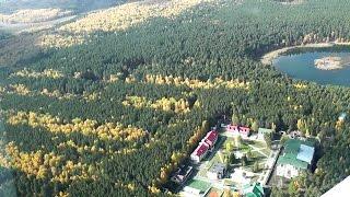 Осенний полет над Челябинской областью от ЧелАвиа(Природа порадовала сочетанием зеленых и желтых красок. Выражение