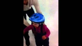 Доча на коньках