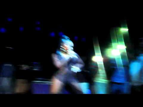 "Ashanti premiere's ""She can't/like Mine"" live"