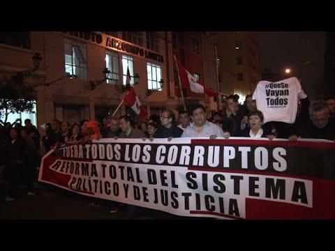 AFP: Corruption: des milliers de Péruviens manifestent à Lima