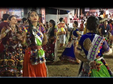 gujarat Navratri amazing hot girl garba dance playing live video
