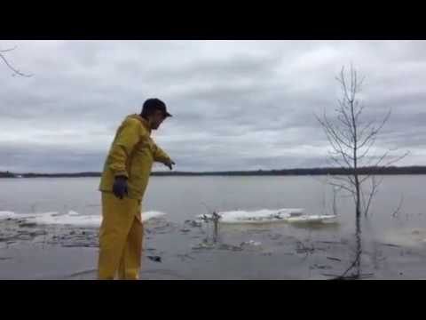 Raw video: Residents prepare as floodwaters rise in Ottawa area