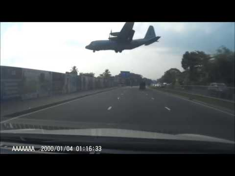 Plane above Galle Road in Ratmalana