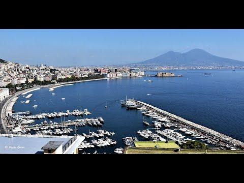Renzo Arbore e Napoli. Aumm, aumm.