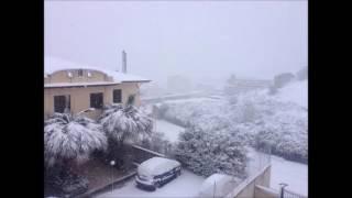 Neve in provincia di Agrigento, i video dei lettori di Grandangolo(Un evento che ha caratterizzato tutta la provincia di Agrigento. La neve nel giorno dell'Epifania dell'anno 2017. Non è la prima volta che accade ma è pur ..., 2017-01-06T10:39:16.000Z)
