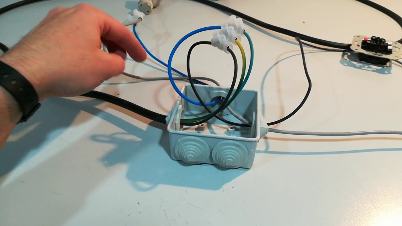Circuito Electrico Simple Con Interruptor : Interruptor simple con un punto de luz. esquema eléctrico y práctica