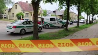 Šiauliuose sulaikant įtariamąjį sužaloti 3 pareigūnai, apgadinti keli automobiliai