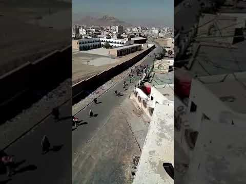 فيديو: قوات صالح تطلق سراح ضباط يمنين كانوا محتجزين لدى الحوثيين فى مبنى بسنحان
