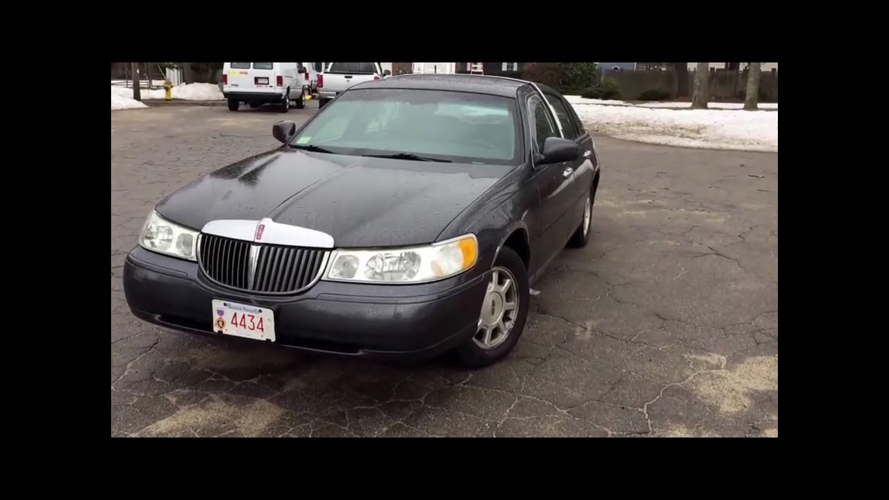 2002 Lincoln Town Car Signature Series Startup Walkaround Full Tour