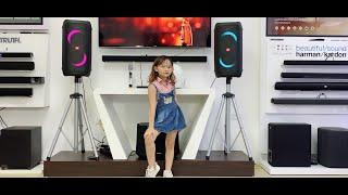 Hát karaoke bằng cặp loa JBL Partybox 100 tách kênh stereo