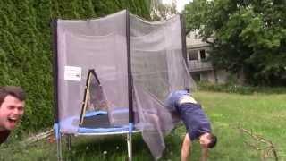 Missglückter Salto auf Trampolin