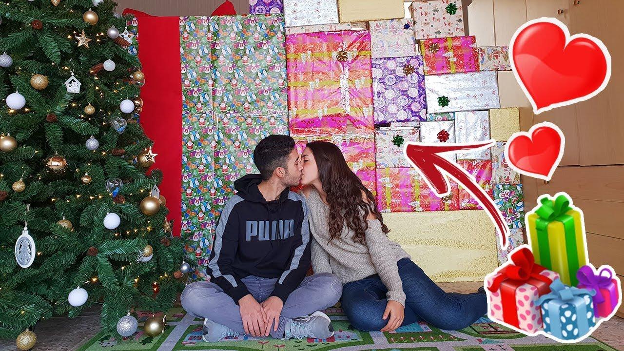 Apriamo I Regali Di Natale.Il Nostro Primo Bacio Apriamo I Regali Di Natale Youtube