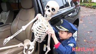 ガイコツ 逮捕する!! おまわりさんごっこ 警察 ハンバーガー屋さんごっこ おゆうぎ こうくんねみちゃん Skeleton Arrest Play Police officer Preted play thumbnail