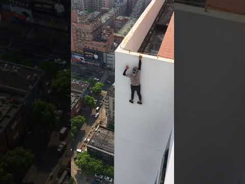 40 storey high building single hand suspension, dangerous action, do not imitate