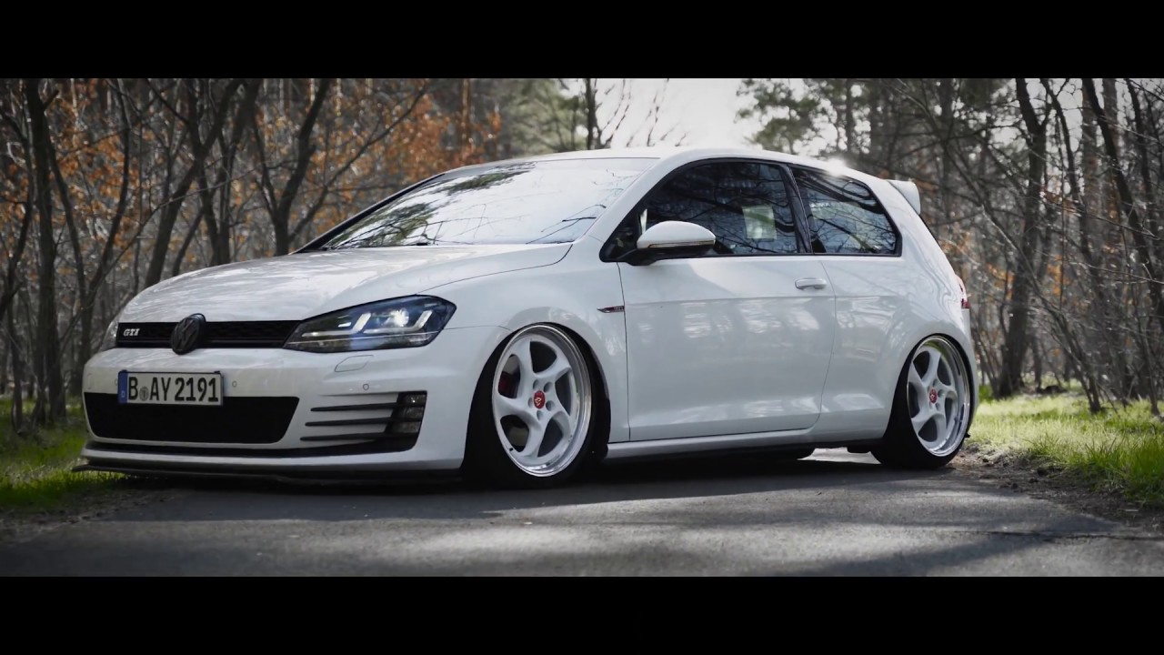 Bagged GTI MK7 on MB Design Turbo Wheels