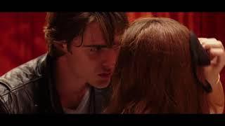 El  Stand de los besos Elle y Flynn se besan FULL HD - Español latino streaming