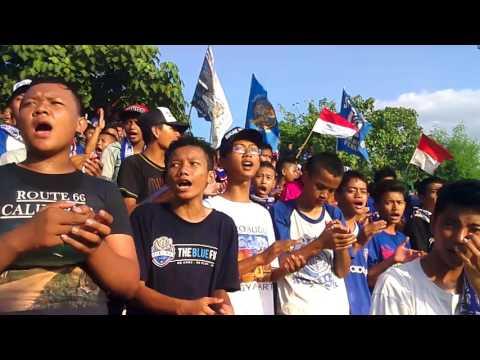 Suporter Macan Muria (SMM KUDUS) - Bernyanyi Lagu Perjuangan (Persiku Kudus Vs Persik Kendal) 2016