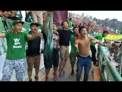 keseruan di dlam stadion psms vs persebaya smeck hooligan - tillo tillo(14)