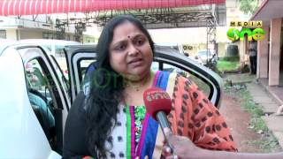 Actress Saritha faints in court complex during hearing of divorce case