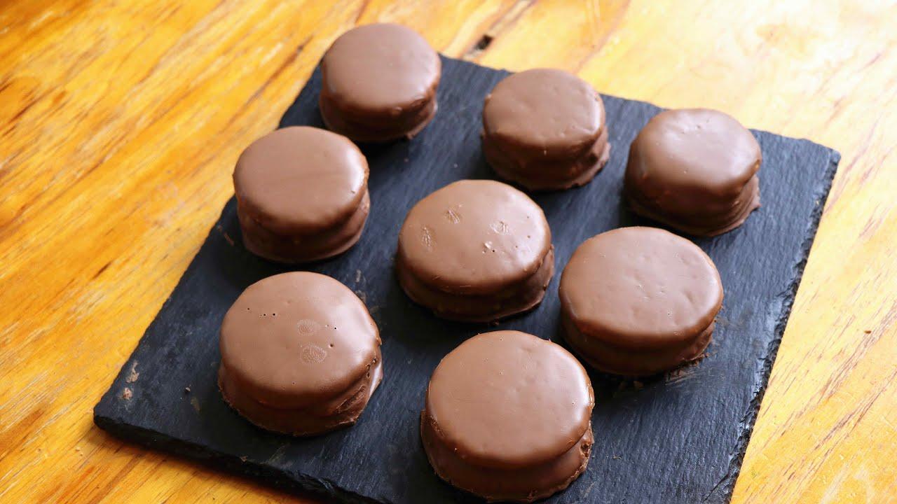 外面賣20一盒的巧克力夾心派,教你在家做,入口即化,香酥松軟 - YouTube