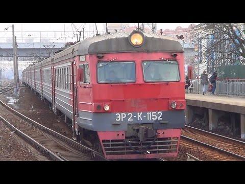 Нарушительница перед поездом! Электропоезд ЭР2К-1152, станция Щербинка