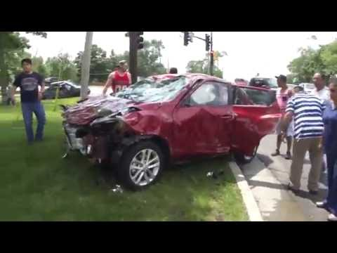 Everyone Helps To Turn Car Over After A Car Accident To Save Woman - Restoring Faith In Humanity -