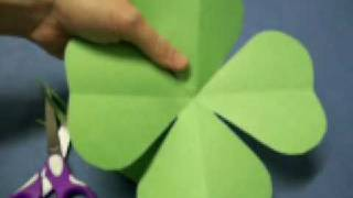 Four Leaf Clover Pattern by OneMinuteCrafts.com