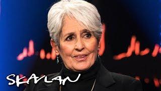 Joan Baez surprised by Scandinavian talk show: – I'm in culture shock | SVT/NRK/Skavlan