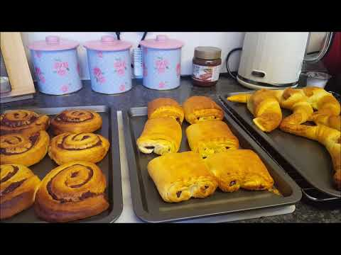 Lets bake - Cinnamon swirls , Croissants & Pain au Chocolat from Jus Roll