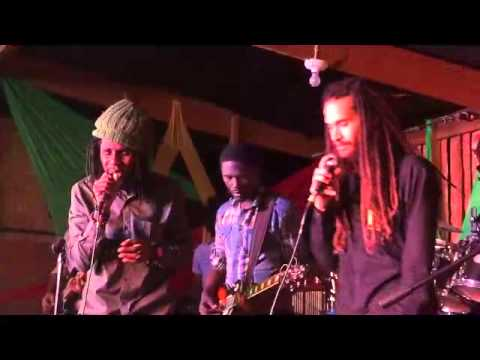 KEZNAMDI &  FRIENDS (CHRONIXX)  2015 01 25 00 52 481
