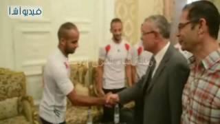 بالفيديو : محافظ المنيا يستقبل فريق كرة القدم بالنادي الرياضي لتحفيزهم للوصول للدوري الممتاز