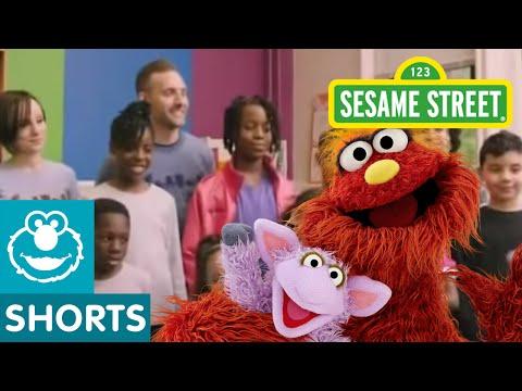 Sesame Street: Murray's Recycled Artwork