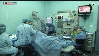 فيديو : لأول مرة في العالم..طبيب لبناني يعيد البصر لأعمى بعد 30 عام
