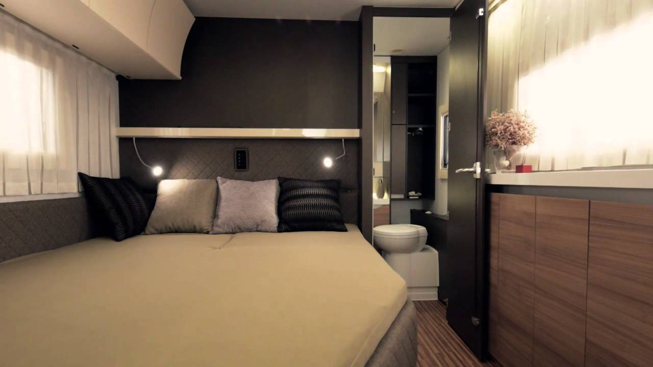 adria alpina der ganzjahres wohnwagen youtube. Black Bedroom Furniture Sets. Home Design Ideas