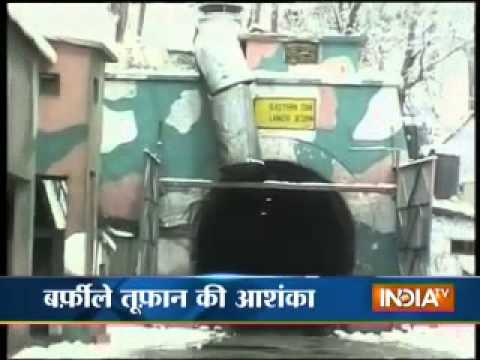 Heavy snowfall in Kashmir, Srinagar-Jammu highway closed, 14 dead