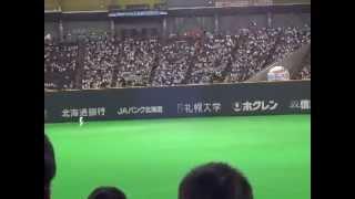 試合より盛り上がる中田翔と大谷のキャッチボール@札幌ドーム 2013.03.23 thumbnail