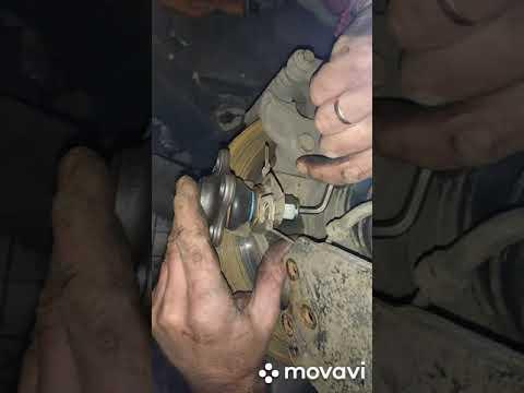 Замена шаровой опоры на Opel Vivaro