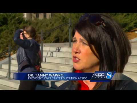 Teachers rally against collective bargaining changes