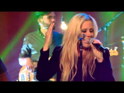 Lucia Parker - Dios Está Aquí (En Vivo por Enlace)