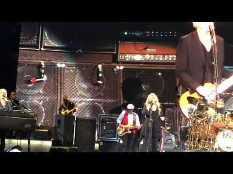 "Fleetwood Mac: ""Don't Stop"" Atlanta 12-17-2014"
