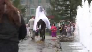 Жених и невеста тили тили тесто!