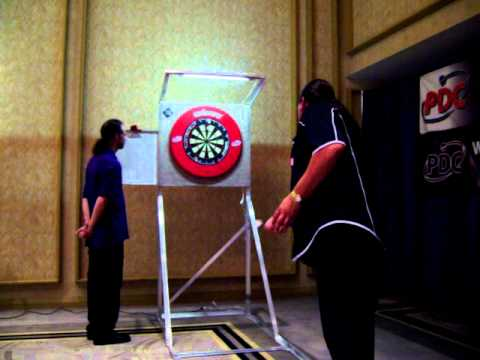 Dennis Smith playing Lee McGuire at PDC darts on Aug,28,2011