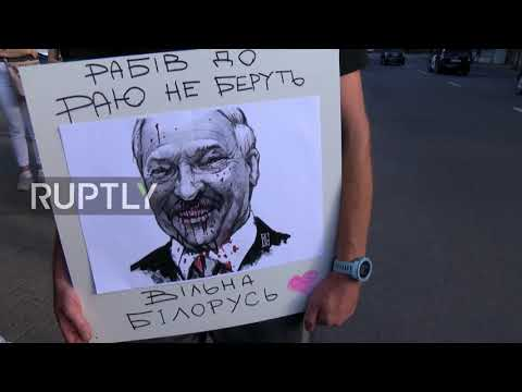 Lithuania: Vilnius Residents Hold Solidarity Event Outside Belarusian Embassy