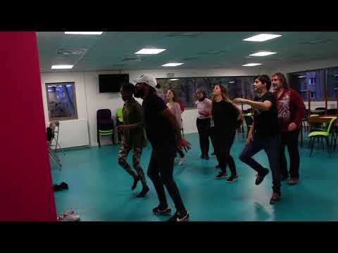 Atelier de danse tsigane avec Dusko au festival de Pédagogie Sociale