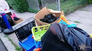 Đời sống ở Mỹ :Người Mỹ bỏ rác mà bà da màu hiểu lầm ông da trắng dọn nhà