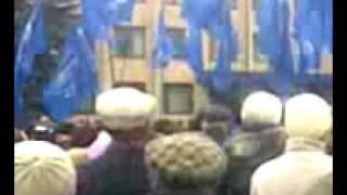 Виктор Янукович в Орехове(Виктор Янукович в Орехове Запорожская обл. (сьемка мобильником), 2009-11-17T15:42:14.000Z)